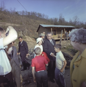 President Johnson in Inez, Kentucky, April 24, 1964. (photo credit: Art Lies)